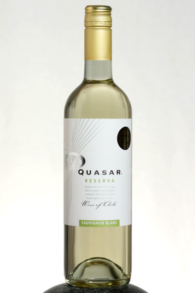 bottle of Quasar Reserva Sauvignon Blanc wine