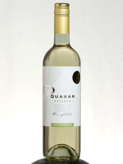 bottle of Quasar Reserva Sauvignon Blanc wine